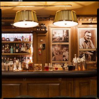 Los bares preferidos por Ernest Hemingway para servir un trago